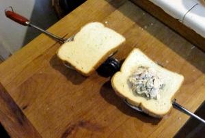 Assembling a tuna melt Toas-Tite